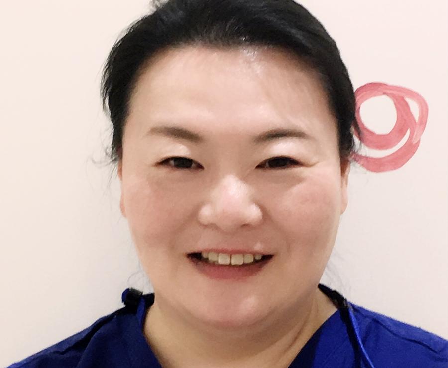 綾野理加先生の顔写真